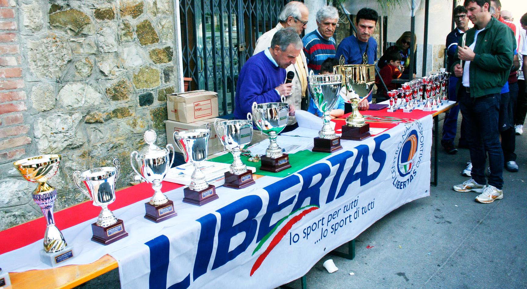 inizio-premiazioni-trofeo-d'oro-festa-in-collina